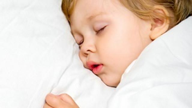 Ailesini az gören çocukların uyku düzeni bozuluyor