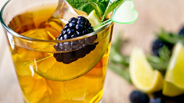Serinletici içeceklerle yazı tatil havasında geçirin