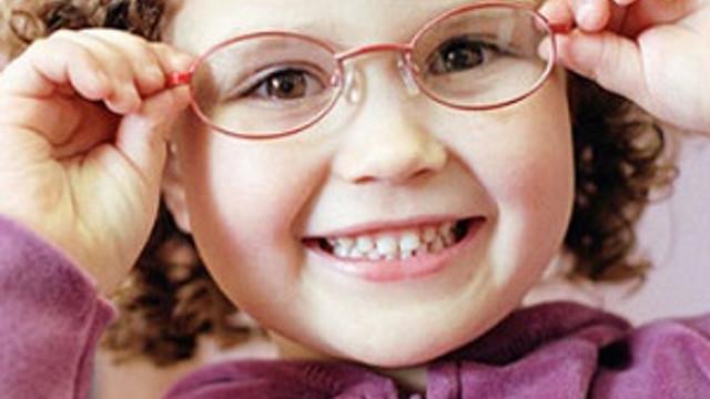 Çocuğunuza gözlük almadan önce bilmeniz gerekenler