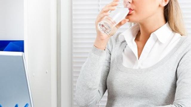 Su içerek iş hayatınızda performansınızı artırın