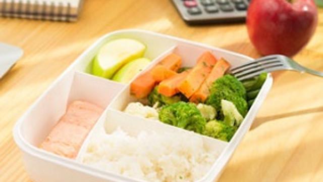 Yaz aylarında sağlıklı ve dengeli beslenin