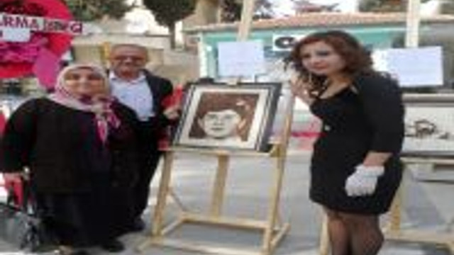 Gazi kızının şehitleri resmettiği sergide aileler duygulandı