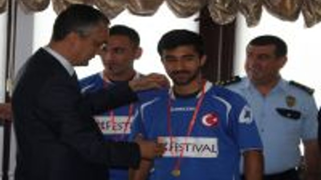 Gaziantep Polis Gücü Spor Kulübü Hokey Takımı, Emniyet Müdürü Ömer Aydın'la Bir Araya Geldi