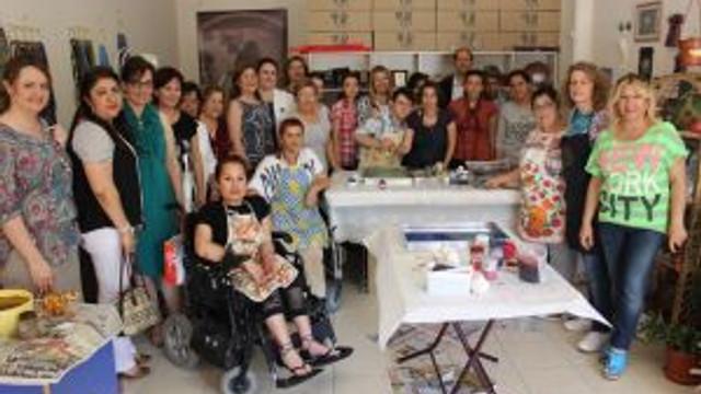 Engelliler Ebru Sanatçılarına Taş Çıkarttı