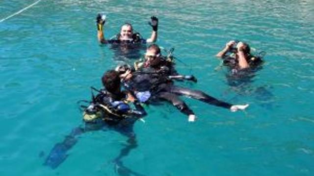 Engelliler Önce Sahili Temizledi Sonra Tüplü Dalış Yaptı