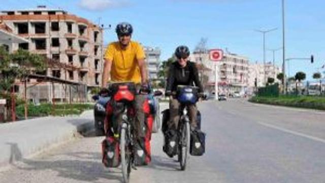 Bisiklet Üstünde Dünya Turu