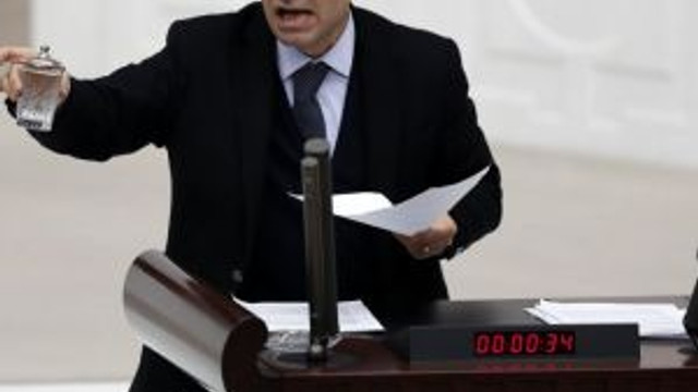 Osman Baydemir'den kaçak elektrikçilere destek !