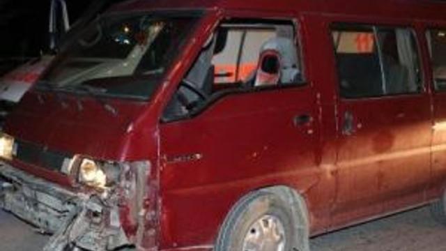 Minibüsle Çarpışan Motosikletli Öldü