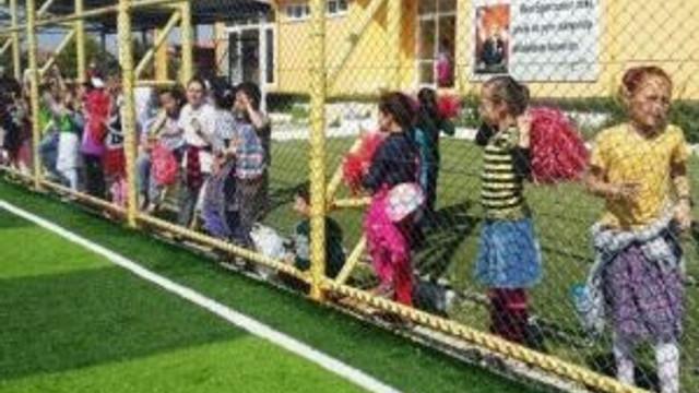 Ayvalık'ta İlkokullar Arası Minikler Futbol Şenliği