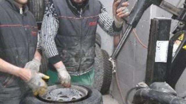 Kışlık Lastik Uygulaması Lastik Tamircilerinin Yüzünü Güldürüyor