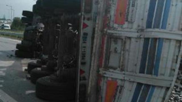 Devrilen Tır'ın Şoförü Öldü
