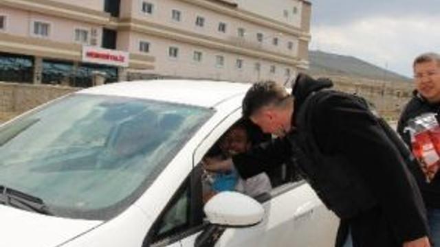 Polisten Sürücülere Şeker İkramı