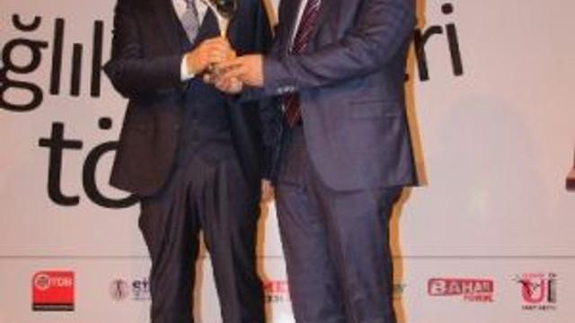 Narkoz'dan Turhan'a Yılın Doktoru Ödülü