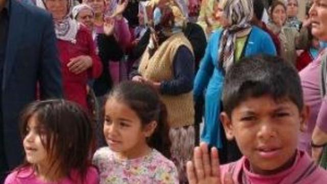 Suriyelilerin Okullarında Ders Görmesine Tepki Gösterdiler