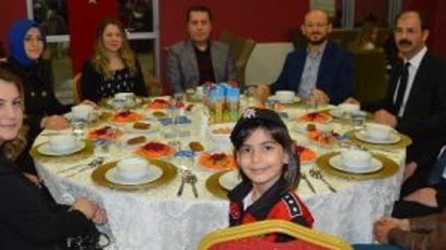 Niksar'da Emniyet Müdürlüğü Personeli Yemekte Bir Araya Geldi