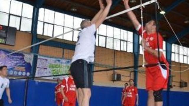 Bozüyük Belediyesi Kurumlar Arası Voleybol Turnuvasında Yarı Finaller Başladı