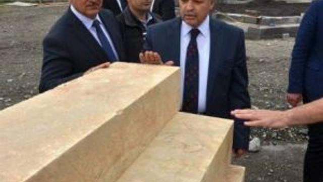 Vali Kahraman Piri Sami Hazretleri Türbe Camisinin İnşaat Çalışmalarını İnceledi