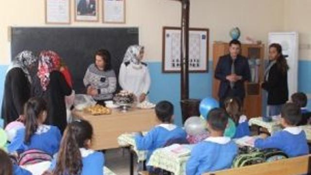 Kursiyer Kadınlar, Okuma Yazma Öğrenen Çocuklar İçin Pasta Yaptı