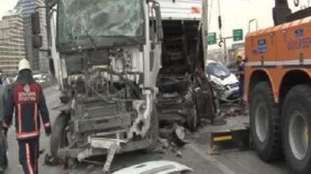 Tem'de 13 Aracın Karıştığı Zincirleme Kaza: 1'i Ağır 5 Yaralı...