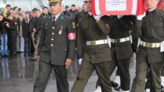 Şehit Astsubay Gençleşen'in Cenazesi Sivas'a Getirildi