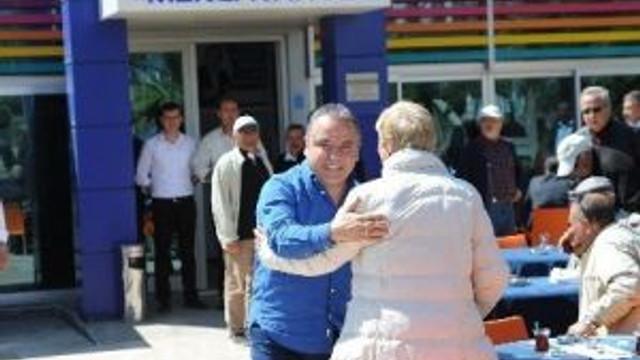 """Başkan Böcek'ten """"Emekli Kahvesi""""ne Ziyaret"""