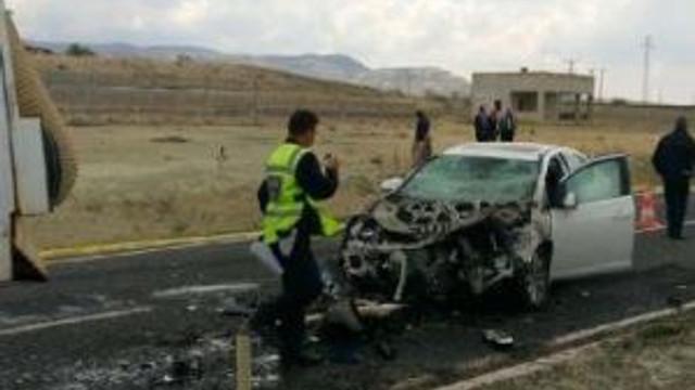 Otomobil İş Makinesine Çaptı: 1 Ölü, 1 Yaralı