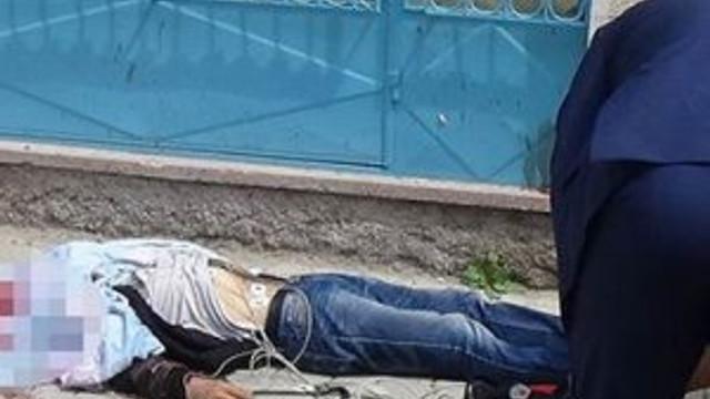 Sokağın ortasında intihar etti !