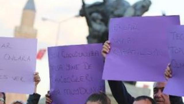 Tecavüz Mağduru Çocuklar İçin Mum Yaktılar