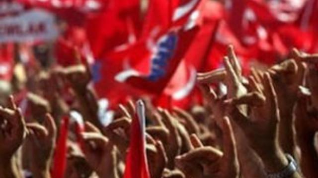 Facebook yorumu MHP ilçe teşkilatını yaktı