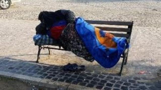 Eşinin Evden Kovduğu Kadın Parkta Uyudu