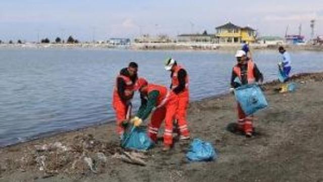 Büyükşehir Belediyesi, Van Gölü'nde 5 Ton Çöp Topladı