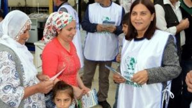 Eş Başkan Mutlu, Çilek Mahallesi'nde El İlanı Dağıttı