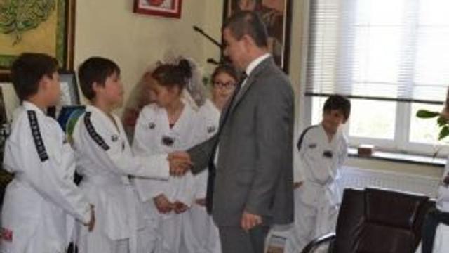 Taekwondo Kursiyerleri Ehem İ Ziyaret Etti
