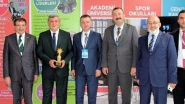 Başbakan Davutoğlu, Büyükşehir'in Ankara'da Açtığı Standa Konuk Oldu