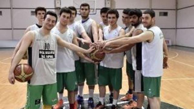 Genç Basketbol Takımı Namağlup Lider
