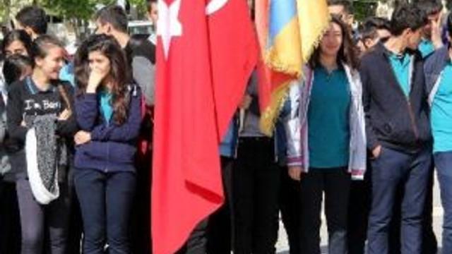 Turizm Haftası Dolayısıyla Atatürk Anıtına Çelenk