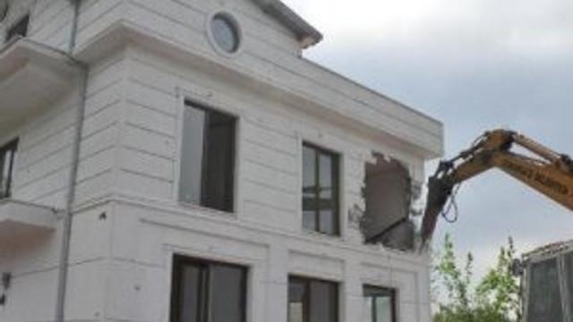Lüks villa böyle yıkıldı !