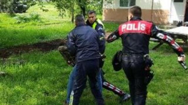 Polisten kaçtı ama saklanamadı !