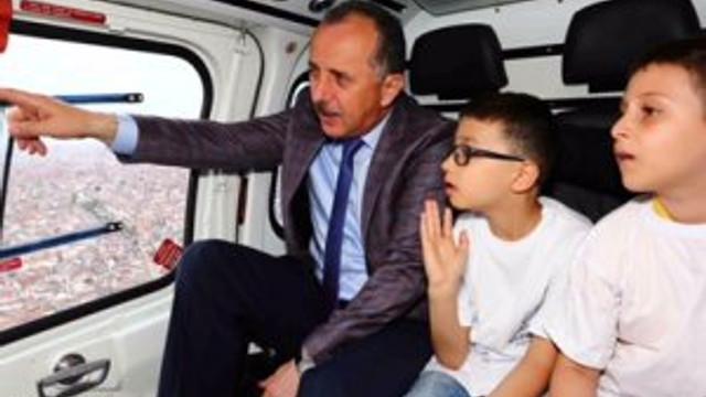 23 şanslı öğrenci 23 Nisan'da helikopterle İstanbul'u turladı