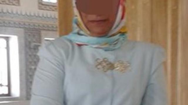 AK Partili kadın başkana bikinili fotoğrafla aşk tuzağı