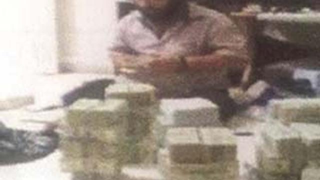 IŞİD'li komutan para sayarken görüntülendi