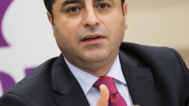 Demirtaş'tan AK Parti'ye dokunumazlık çıkışı