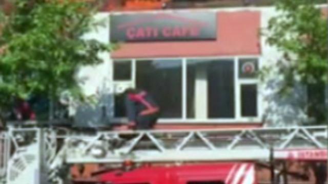 İstanbul'da bir kafe alev alev yandı !