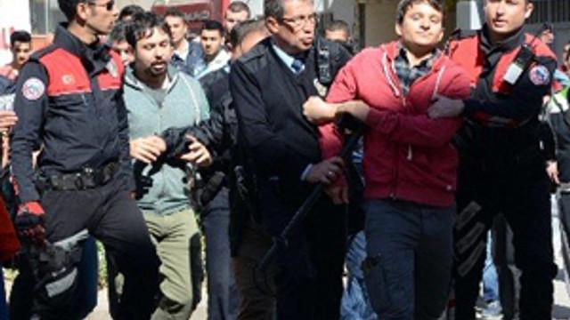 Öğrencilere bıçaklı saldırı: 4 yaralı