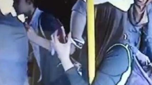 Otobüsteki tacizciye kadınlardan dayak