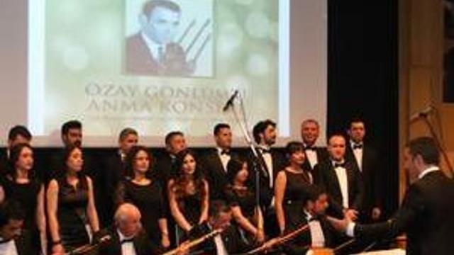 Özay Gönlüm Türküleri ile Anıldı