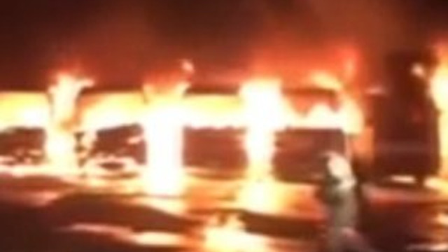 Bin Ladin'in işçileri 9 otobüsü yaktı