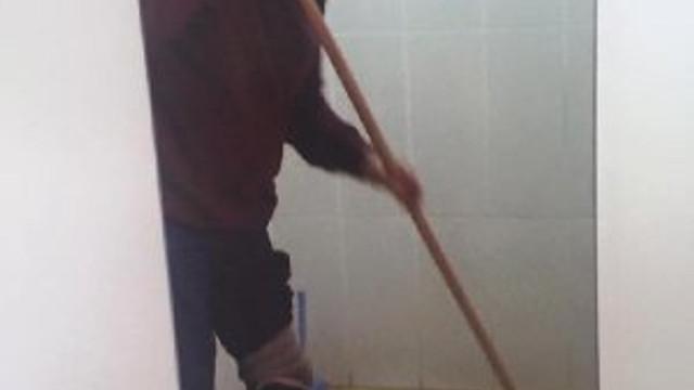 İşe geç giden gaziye tuvalet temizlettiler