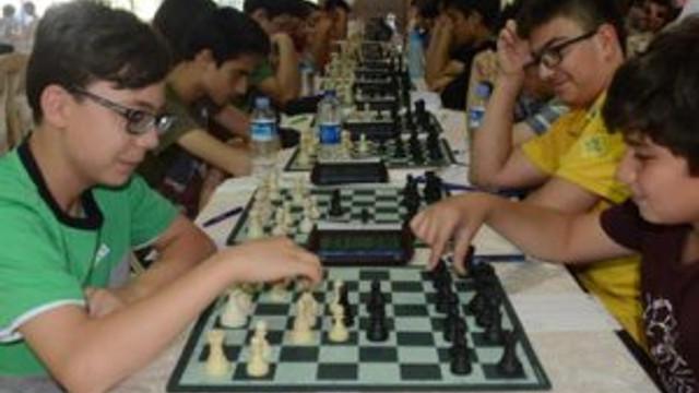 Satranç tutkunları turnuvada buluştu