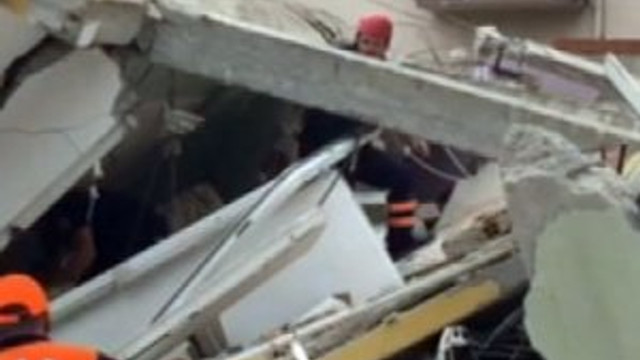 Çanakkale'de 5 katlı bina çöktü